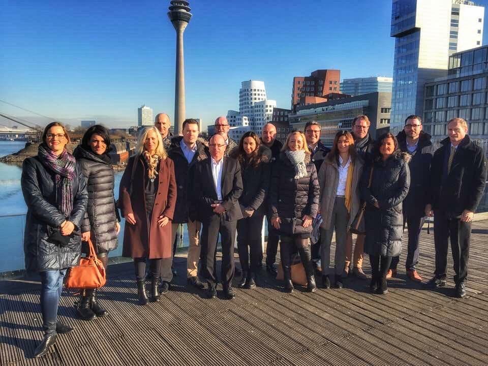 Die Teilnehmer der Porta Mondial AG Partnertage am schönen Medienhafen