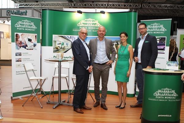 Präsentierten Porta Mondial auf der ersten Deutschen Immobilienmesse (v.l.n.r.): Joachim Semrau, Markus Schreurs, Petra Zimmermann und Stephan Bruns.