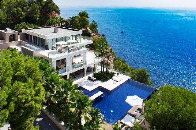 Die Cala San Vicente auf Ibiza ist eine der teuersten Lagen auf den Balearen.